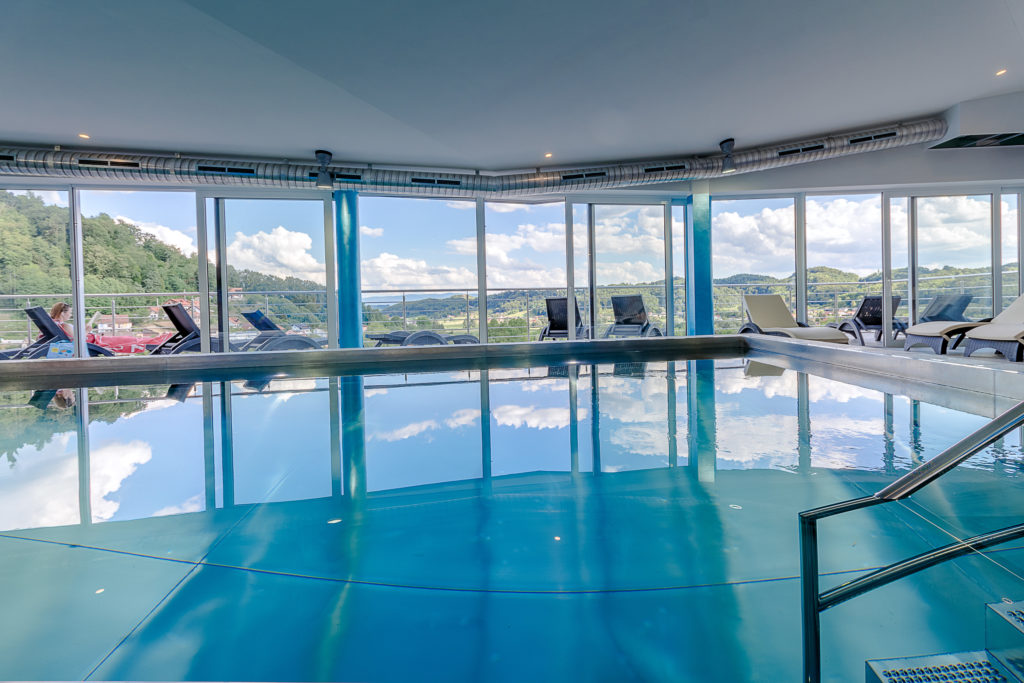 La piscina panoramica della Spa all'ultimo piano di Villa Magdalena