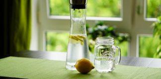 Acqua e limone depura